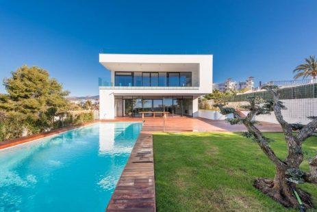 Sprzedaż nieruchomości. Nowa willa w Hiszpanii