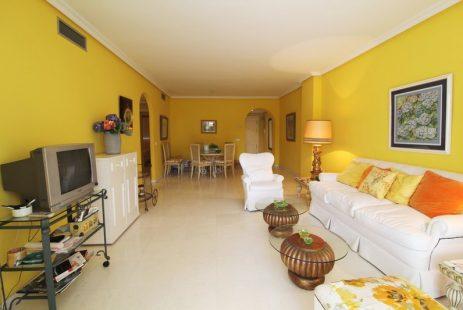 Nieruchomości. Las Gaviotas apartament Hiszpania Puerto Banus