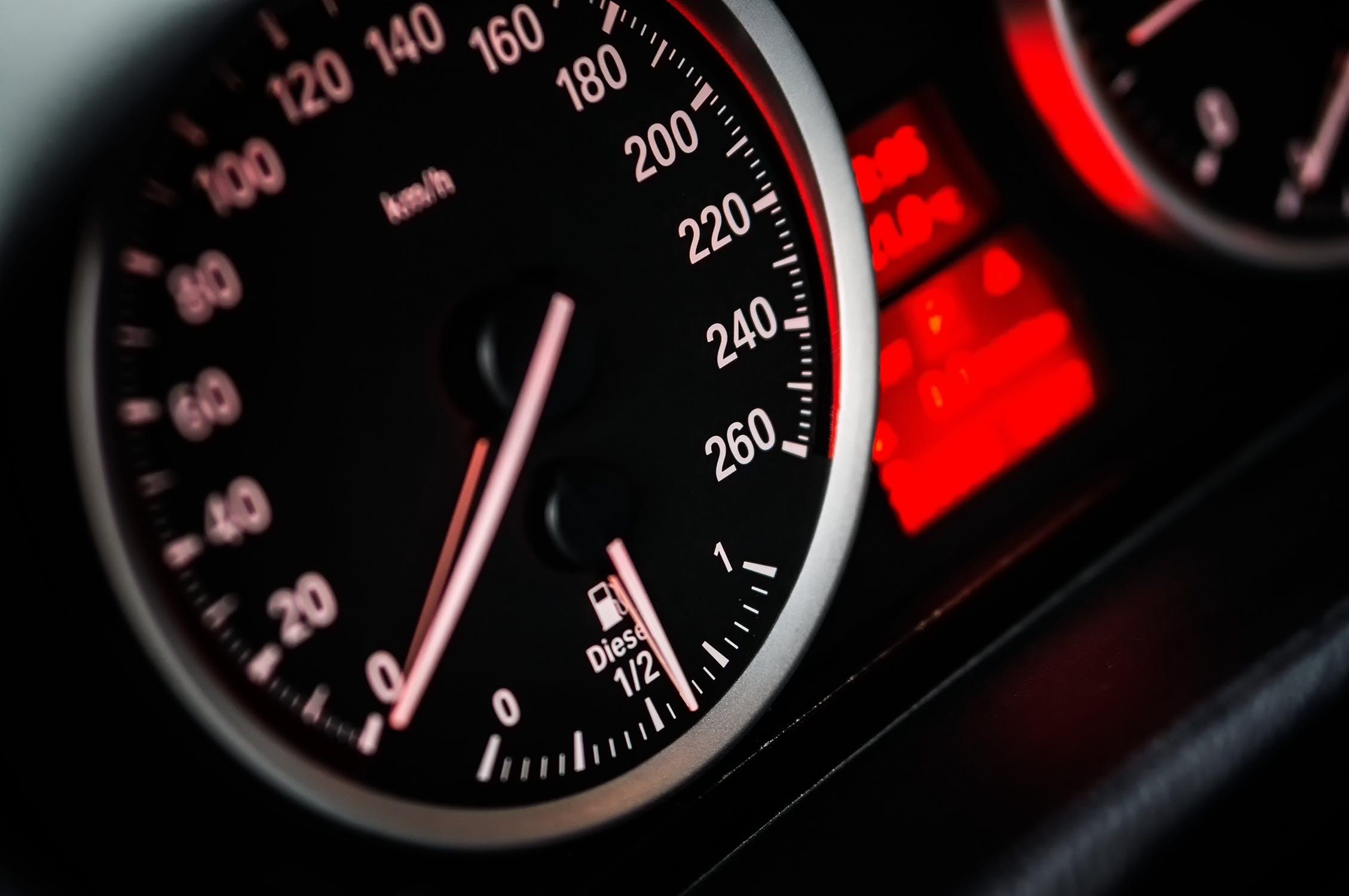 Licznik kilometrów w samochodzie