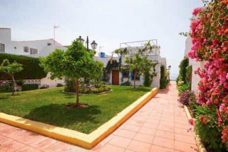 El Pirata dom szeregowy blisko plaży Nueva Andalucia